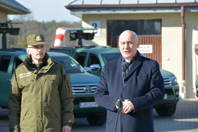 Minister Brudziński przekazał nowe pojazdy placówce SG w Zbereżu