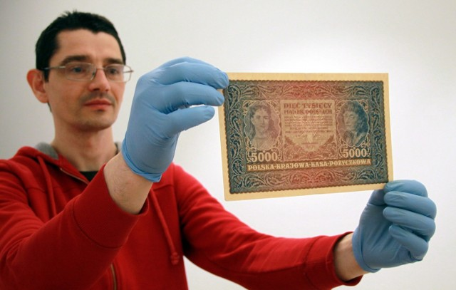 -Część prezentowanych biletów i banknotów jest niezmiernie rzadka i cenna - przyznaje dr Tomasz Markiewicz