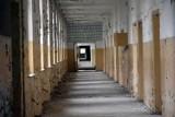 Mroczny, hitlerowski szpital popada w ruinę [ZDJĘCIA, FILM]