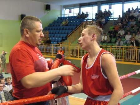 Karol Kniachnici (na zdjęciu z trenerem Andrzejem Platą) świetnie zaprezentował się w Tczewie. FOT. WOJCIECH PIEPIORKA