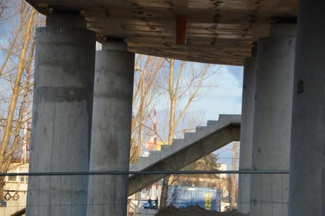Na zdjęciach przedstawiamy stan zaawansowania prac związanych z budową wiaduktu drogowego w Łowiczu