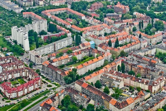 Wrocław z lotu ptaka  Czytaj także:   NOWE BUDYNKI, KTÓRE POWSTAJĄ WE WROCŁAWIU  CO NAJBARDZIEJ SZPECI MIASTO - NAJBRZYDSZE BUDYNKI  TAK MÓGŁ WYGLĄDAĆ WROCŁAW