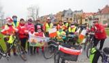 Ze Sławna do Starego Krakowa. Z flagą na rowerze uczcili państwowe święto