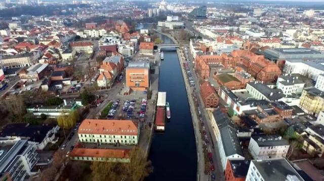 A na jakim osiedlu w Bydgoszczy najchętniej byś zamieszkał? A może już masz swoje miejsce na ziemi? Zobacz na kolejnych slajdach, jakie osiedla w Bydgoszczy najchętniej wybralibyśmy do zamieszkania. Ranking osiedli do zamieszkania w Bydgoszczy