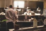 Dobra. Restauracja otwarta w walentynki zatrudniła testerów jedzenia? Sprawę wyjaśnia policja i limanowski sanepid
