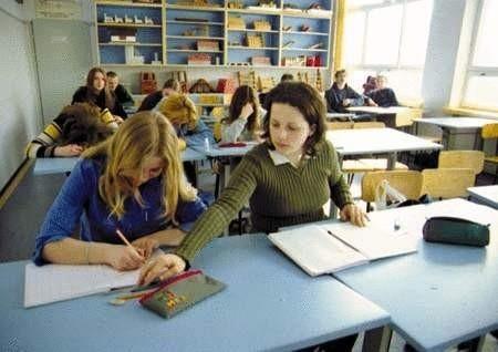 Baza i wyposażenie pracowni przemawia za kontynuowaniem w Zespole Szkół kształcenia prozawodowego.