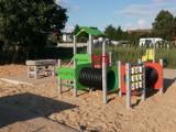 Trwa budowa placu zabaw przy ul. Jaśkowskiego w Zdunach [ZDJĘCIA]