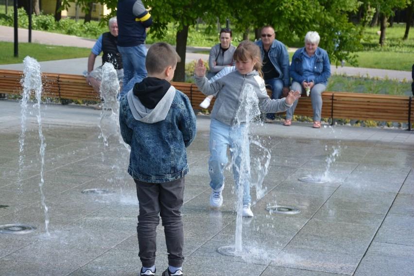 Niedawno uruchomiona fontanna przy tężni w Busku-Zdroju...