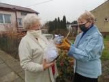 Świąteczne upominki dla tomaszowskich seniorów od MOPS-u i przedszkolaków ZDJĘCIA