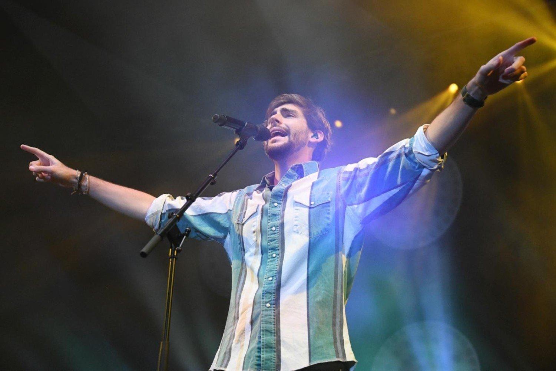 """Alvaro Soler s-a întors în Polonia!  Artista va concerta la concertul """"Vară, muzică, distracție. Tur de vară pentru doi"""".  Pe 9 iulie, noul album al spaniolului [WIDEO]"""