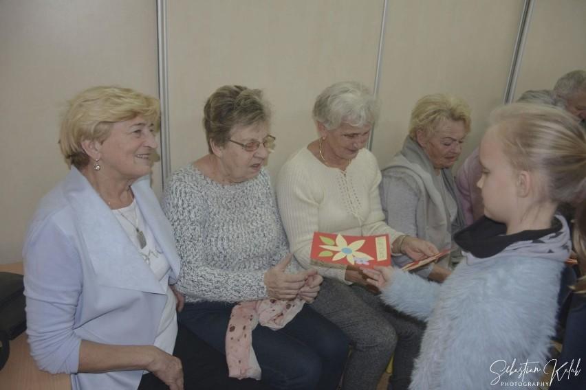 AKTYWNIE: Dzieci z Zespołu Szkół Specjalnych w Krotoszynie odwiedzili seniorzy [ZDJĘCIA]