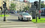Kraków. Pracownik MPK przyjechał kierować ruchem, a sam zapomniał o przepisach drogowych