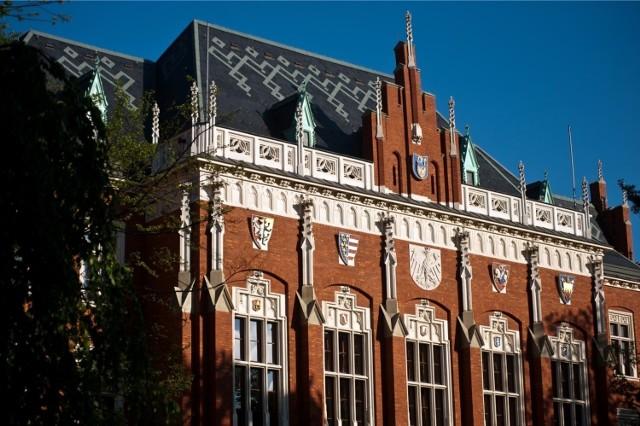 Gmach Collegium Novum UJ projektu Feliksa Księżarskiego to jeden z najlepszych przykładów zastosowania cegły w neogotyku