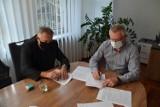 Burmistrz Błaszek Piotr Świderski podpisał dwie ważne umowy