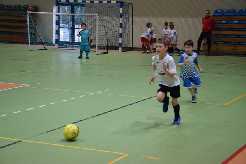 Zagrali dla Madzi i Patrycji. Piąty turniej charytatywny w wieluńskiej hali WOSiR [ZDJĘCIA]