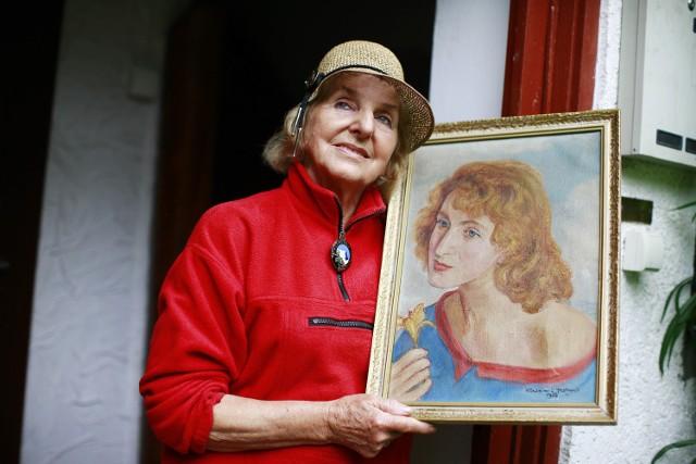 """Pani Krystyna zaczęła oprowadzać turystów po Karkonoszach już w latach 50. Dziś, gdy dobiega """"dziewięćdziesiątki"""" ze względu na zdrowie musiała ograniczyć swoją aktywność, ale jeszcze cztery lata temu regularnie oprowadzała wycieczki, a zimą ...udziela narciarskich lekcji!"""