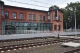 Żory: dworzec PKP w lipcu miał być oddany do użytku. Tymczasem wciąż trwają przy nim prace. Kiedy będzie gotowy? Miasto nabiera wody w usta