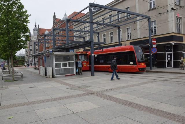Szpetna budka tramwajowa na rynku w Katowicach w końcu zostanie rozebrana