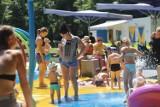 Wodne place zabaw w Katowicach pełne dzieciaków. Tak radzimy sobie w czasie upałów