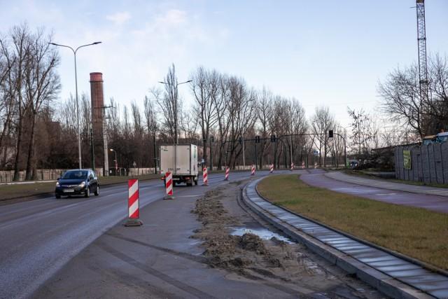 Dobiega końca kolejny rok robót i utrudnień dla kierowców na ulicy Igłomskiej.  Prace trwają już jednak od... 2017 roku