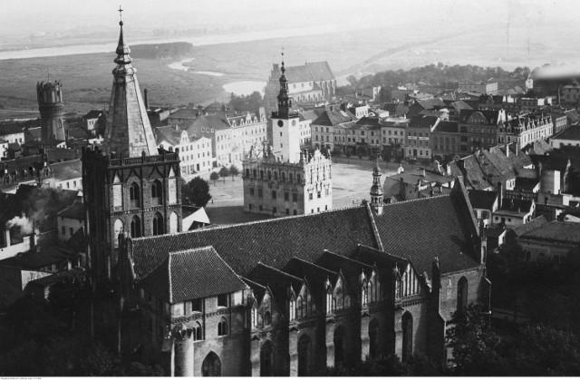 Chełmno. Rynek z ratuszem i katedrą