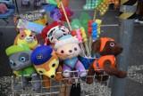 Takie ubrania i zabawki dla dzieci kupisz na targowisku na Dworaka [ZDJĘCIA]