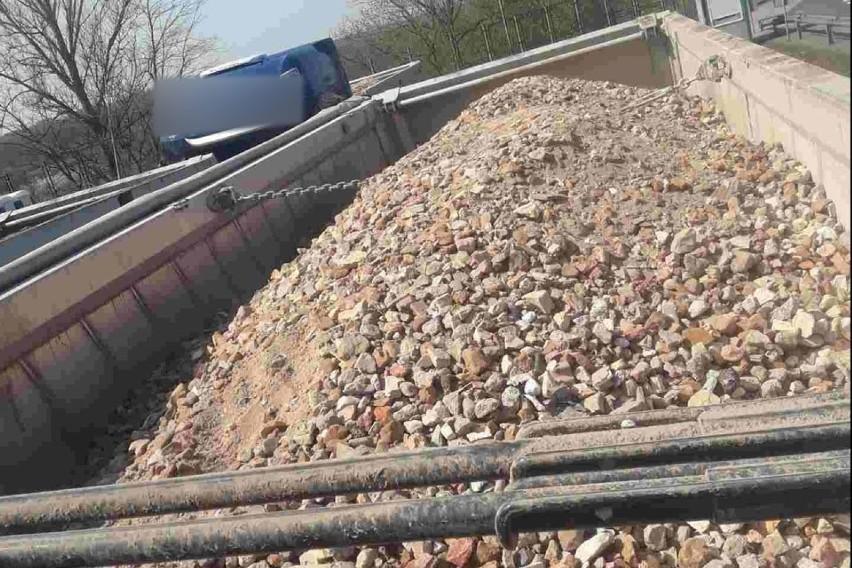 """Na granicy zatrzymywane są przeróżne """"nielegalne odpady"""",..."""
