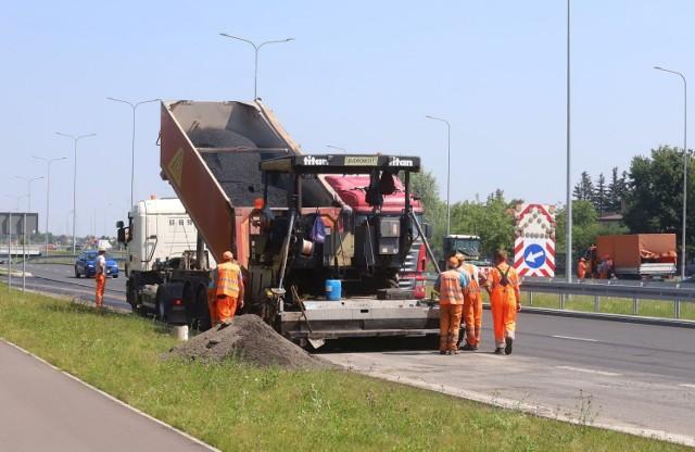 We wtorek trwała naprawa zjazdów i wjazdów z Alei Wojska Polskiego na ulicę Lubelską.