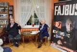 Michał Fajbusiewicz w Pruszczu spotkał się na Biesiadzie Literackiej z czytelnikami w bibliotece [ZDJĘCIA]