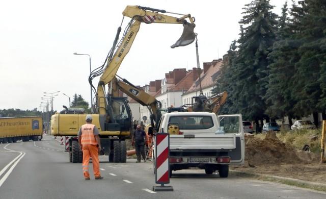 Przy ulicy Chełmińskiej w Grudziądzu remont torowiska tramwajowego prowadzi konsorcjum ZUE