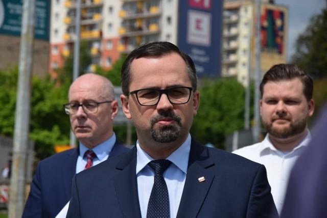 Przedstawiciele Prawa i Sprawiedliwości poinformowali w Gdyni o przekazaniu pomorskim samorządom ponad 37 milionów złotych na lokalne inwestycje