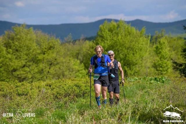 Bieg Rzeźnika - najtrudniejszy w Polsce ultramaraton po górach, Ireneusz Wojciechowski (na przodzie) pokonał czwarty raz.