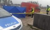 Chrzanów. Śmiertelny wypadek na parkingu przy Krakowskiej. Dostawczak przejechał starszego mężczyznę AKTUALIZACJA 16.04.2021
