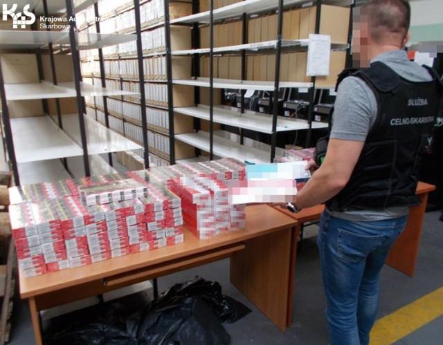 Ujawnienia kontrabandy dokonali funkcjonariusze kujawsko-pomorskiej KAS patrolujący okolice bazaru przy ul. Broniewskiego w Bydgoszczy