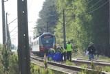 Tragedia na torach w Kaliszu. Młoda kobieta zginęła pod kołami pociągu. ZDJĘCIA