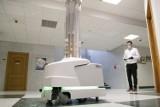 Koronawirus. Innowacyjny robot w warszawskim szpitalu. Ma pomóc w walce z wirusem i zabezpieczyć personel