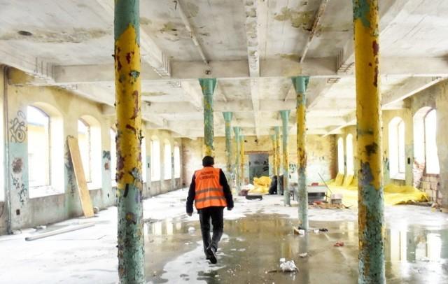 Na terenie starej fabryki na Podwalu za kilka tygodni będzie otwarta Biedronka, w przyszłym roku w Wełnie będą już gotowe mieszkania.
