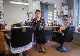 50 lat w zawodzie! Anna Dudzińska od pół wieku prowadzi zakład fryzjerski