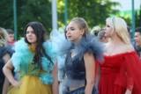 Wspaniałe kreacje na pokazie mody w Sosnowcu - zobacz ZDJĘCIA. Zaprezentowali je uczniowie Technikum nr 7 w CKZiU