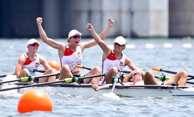 Maria Sajdak (trzecia z lewej) zdobyła w Tokio srebro
