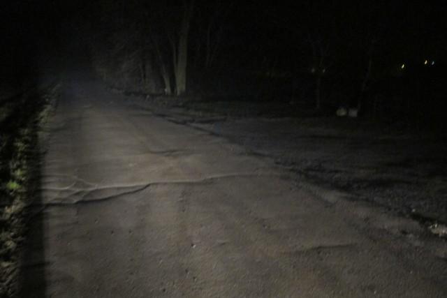 W miejscu, gdzie doszło do potrącenia, droga jest nieoświetlona.