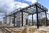 Nowy Tomyśl. Budowa dworca PKP idzie pomyślnie. Widać postępy!