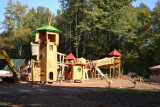 Park Zamkowy w Mysłowicach nadal w przebudowie. Widać już nowy plac zabaw. Prace powinny zakończyć się do końca listopada