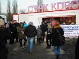 Do Poznania przyjechał cyrk Korona. Kilkadziesiąt osób protestowało pod okiem policji [ZDJĘCIA]