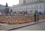 10 kwietnia 2020. Tak wyglądała Warszawa po katastrofie smoleńskiej. Żałoba na ulicach miasta