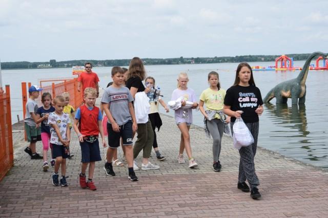 Nad jeziorem Błędno rozpoczęły się letnie półkolonie dla dzieci z miasta i gminy Zbąszyń, do których dołączyli półkoloniści z gmin:  Zbąszynek, Opalenia oraz Nowy Tomyśl