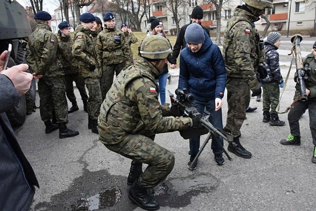 Chełm. Piknik wojskowy z okazji 20. rocznicy wstąpienia Polski do NATO