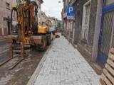 Zaczęła się przebudowa chodnika na ul. Kopernika w Mieroszowie [ZDJĘCIA]