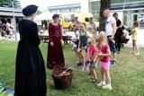 Złoty wiek - Rodzinny piknik historyczny w Jaśle. Zobacz, jak bawiły się dzieciaki na obiektach MOSiR