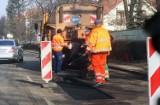 Radni pochylą się nad zmianami budżetu. Więcej na remonty dróg w Legnicy